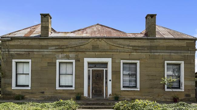 d5d45b52b0545215308d410bdd91b786width650 - Sandstone-clad Colebrook House 'not touched for a 100 years'