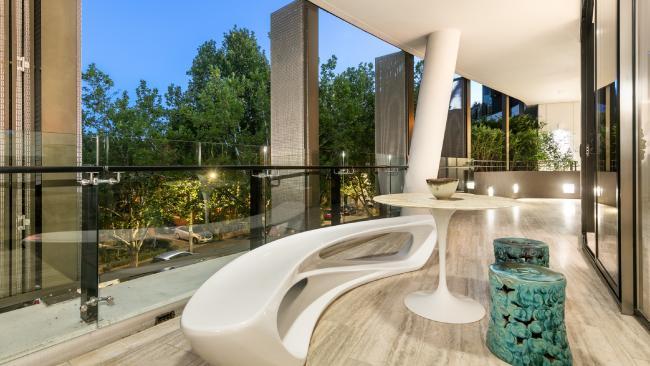 f32e9d1a661c695e3f06d1f90013f3f2width650 - Caterer Peter Rowland selling Toorak mansion