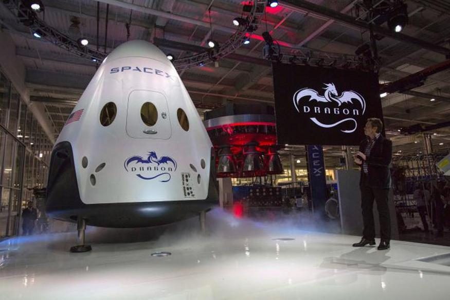 spacex - SpaceX to Send First Paying Tourists Around Moon in 2018