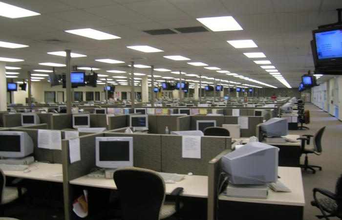 call center helpdesk wikimedia 100711926 large 1 700x450 - Lawmakers try again to stop call center offshoring