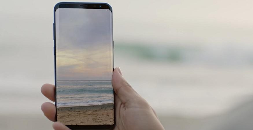 Samsung Galaxy S8 Display 875x450 - Samsung Might Launch 'Foldable Smartphone' This Summer