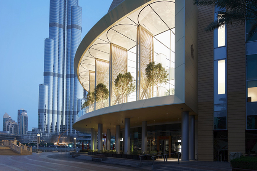 apple dubai mall 1 1 - In Pictures: Apple Dubai Mall With Huge 186-Foot Curved Glass to Open Today