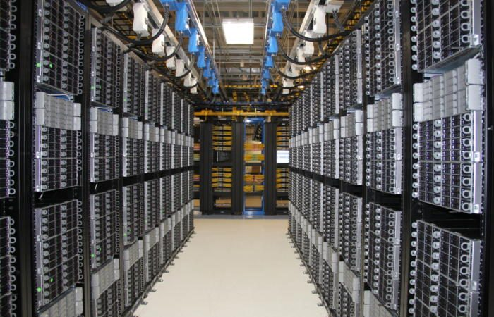row 4 100705504 large 2 700x450 - Data centers decline as users turn to rented servers