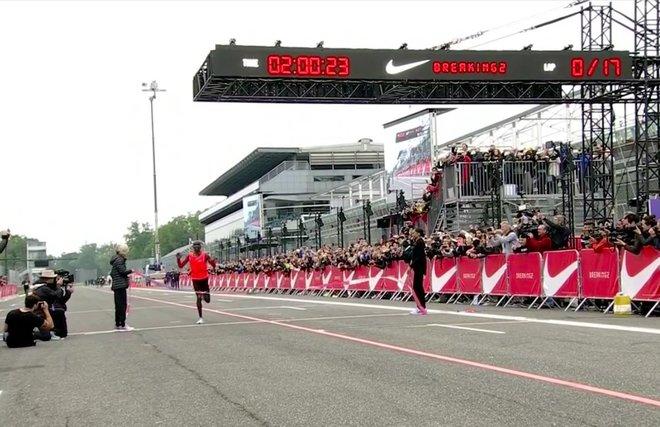 aHR0cDovL3d3dy5saXZlc2NpZW5jZS5jb20vaW1hZ2VzL2kvMDAwLzA5MS85OTcvb3JpZ2luYWwva2lwY2hvZ2UtZmluaXNoLWxpbmUuanBlZw - Nike's Attempt to Beat 2-Hour Marathon Falls Just Short