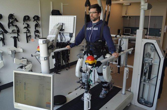 aHR0cDovL3d3dy5saXZlc2NpZW5jZS5jb20vaW1hZ2VzL2kvMDAwLzA5Mi82NTcvb3JpZ2luYWwvcm9ib3QtZXhvc2tlbGV0b24uanBn - Robotic Exoskeletons Reveal the Complexity Behind Every Step You Take