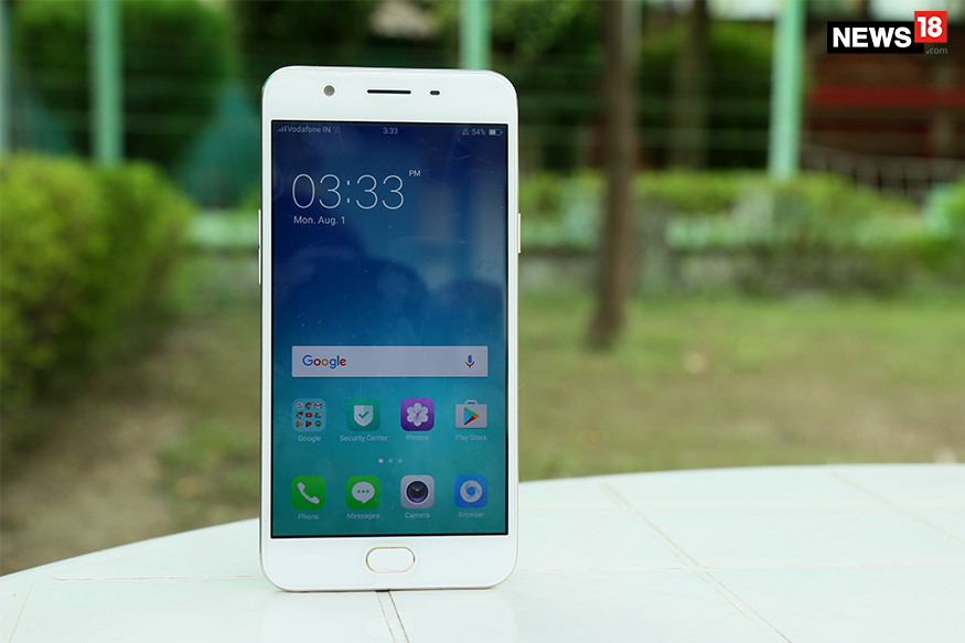 Oppo F1s. (Photo: Siddharth Safaya/News18.com)
