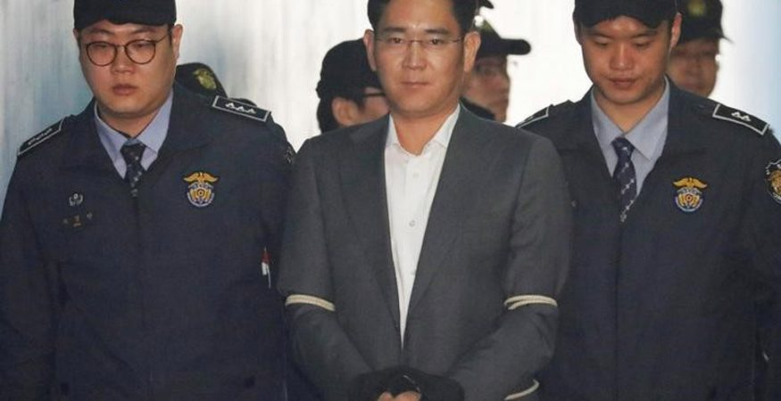 2017 08 07T053007Z 1 LYNXMPED76089 RTROPTP 3 SOUTHKOREA POLITICS SAMSUNG GROUP 875x450 - Samsung Scion Lee Walks Free as South Korea Court Suspends Jail Term