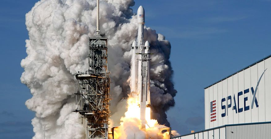 Falcon 9 SpaceX heavy rocket lifts off 875x450 - SpaceX's Global Internet Access Goal to Begin With 'Starlink' Demo Satellite Launch
