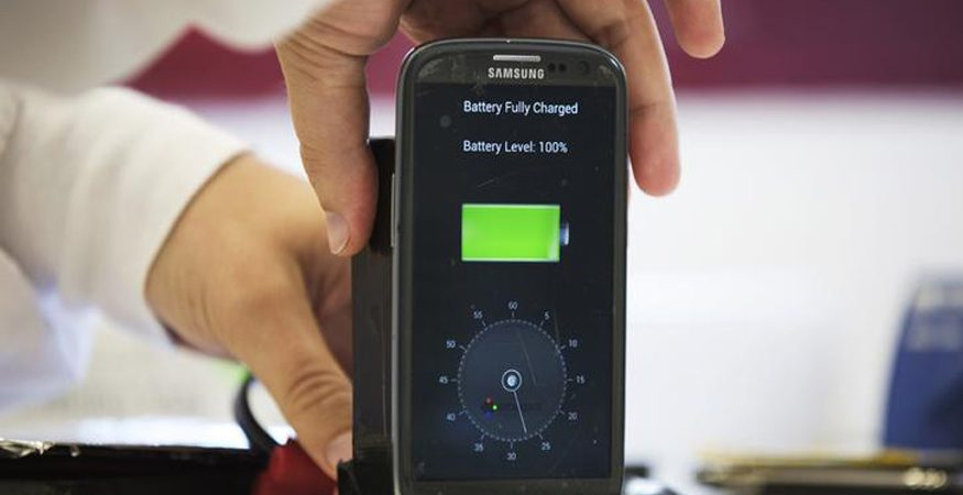 phone chager  875x450 - New Laser System Can Remotely Charge Your Smartphone