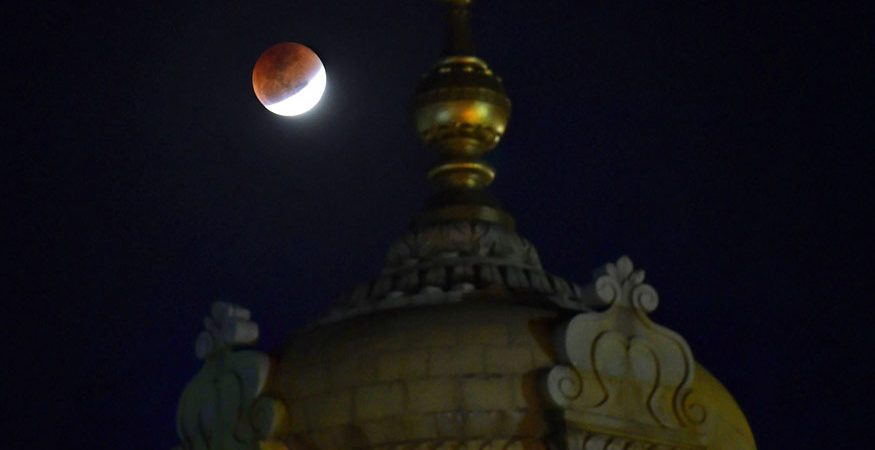 super blue blood moon in Bengaluru 875x450 - Bengaluru Rejoices Super Blue Blood Moon as Thousands Flock to Catch a Glimpse