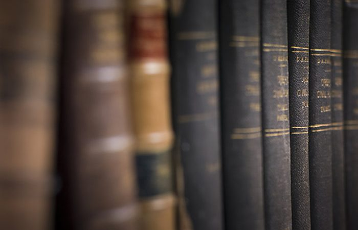 3 legal law books 100722136 large 700x450 - How blockchain is disrupting the legal industry