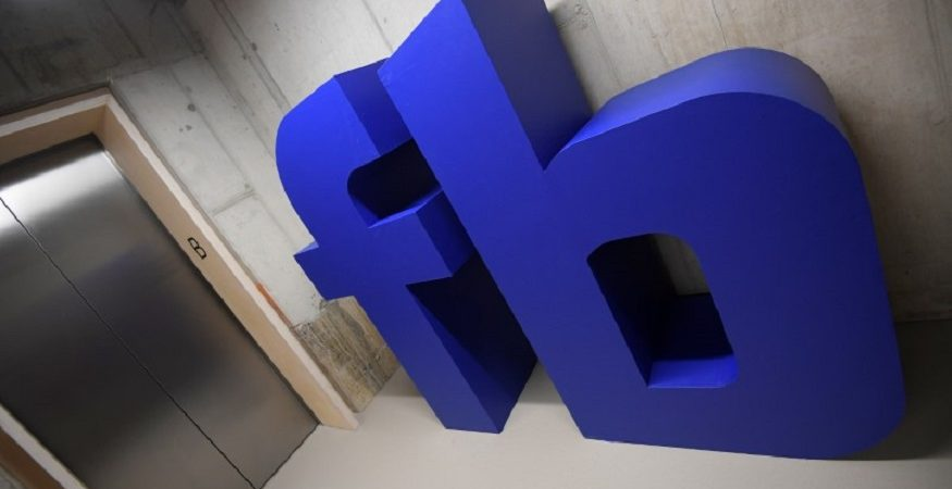Facebook Logo 7 875x450 - Facebook Shares Sink More Than 6% on Privacy Issues