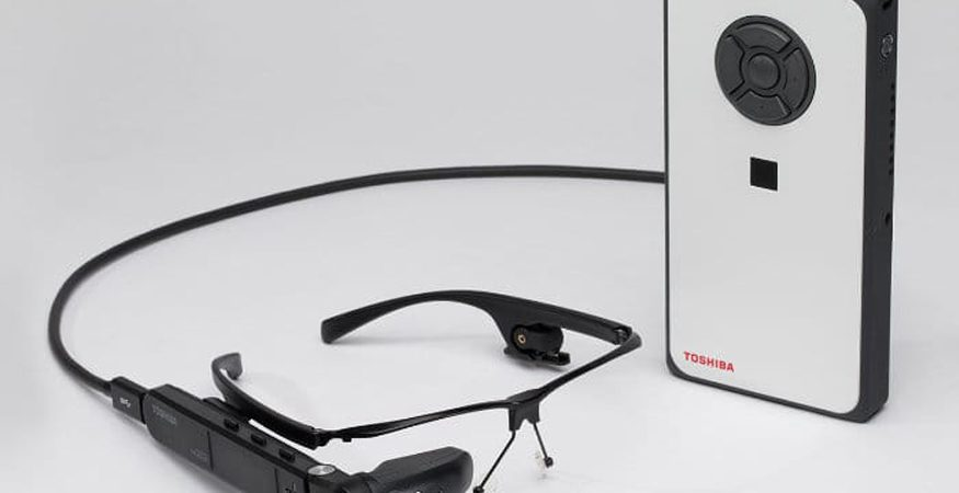 toshiba eye wear 875x450 - Toshiba Launches New 'dynaEdge' Windows-Powered AR Glasses