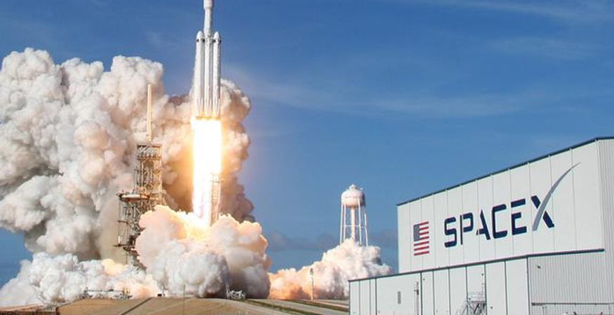 SPACE X  875x450 - SpaceX Dragon Cargo Ship Arrives at Space Station With Supplies