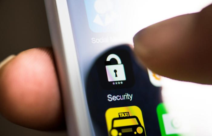 breaking into iphone security 3x2 1200x800 by getty images kizilkayaphotos 100755005 large 700x450 - Improve end user device security and embrace the future via the cloud