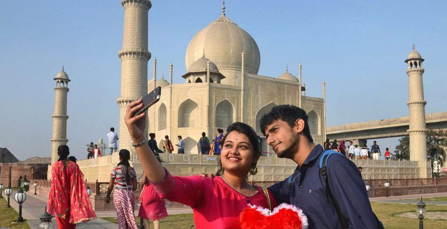 selfie 875x450 - Centre Asks State Governments to Identify Selfie Accident-prone Zones