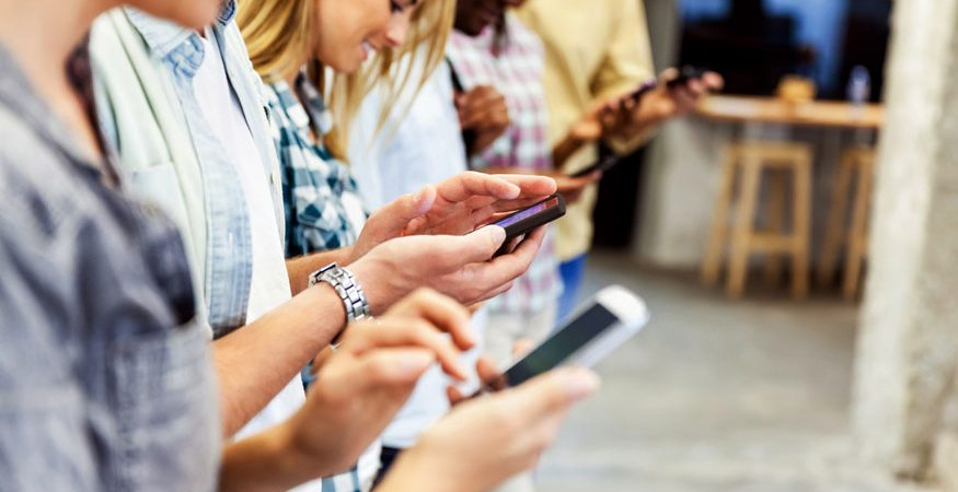 mobile AFP 875x450 - Almost 70 Percent Teenagers Want to Curb Smartphone Use
